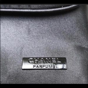 CHANEL Bags - ⬇️ PRICE DROP- CHANEL COSMETIC BAG